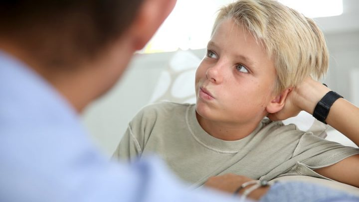 father talking to his son about serious topics. this image is being used to convey how important it is to talk to your kids about their feelings during divorce and why ogborne law, phoenix divorce firm, works with professional counselors to help parents communicate with the kids about divorce.